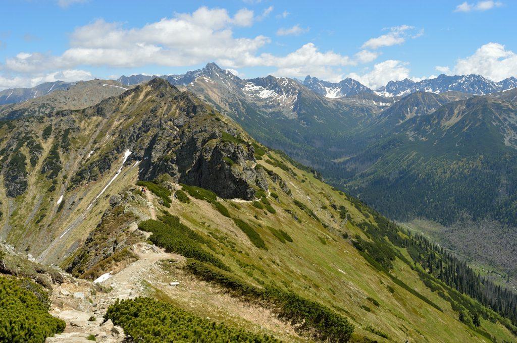 Dwudniowa wycieczka w Tatry: spojrzenie w tył po naszym ostatnim podejściu. Pięknie!