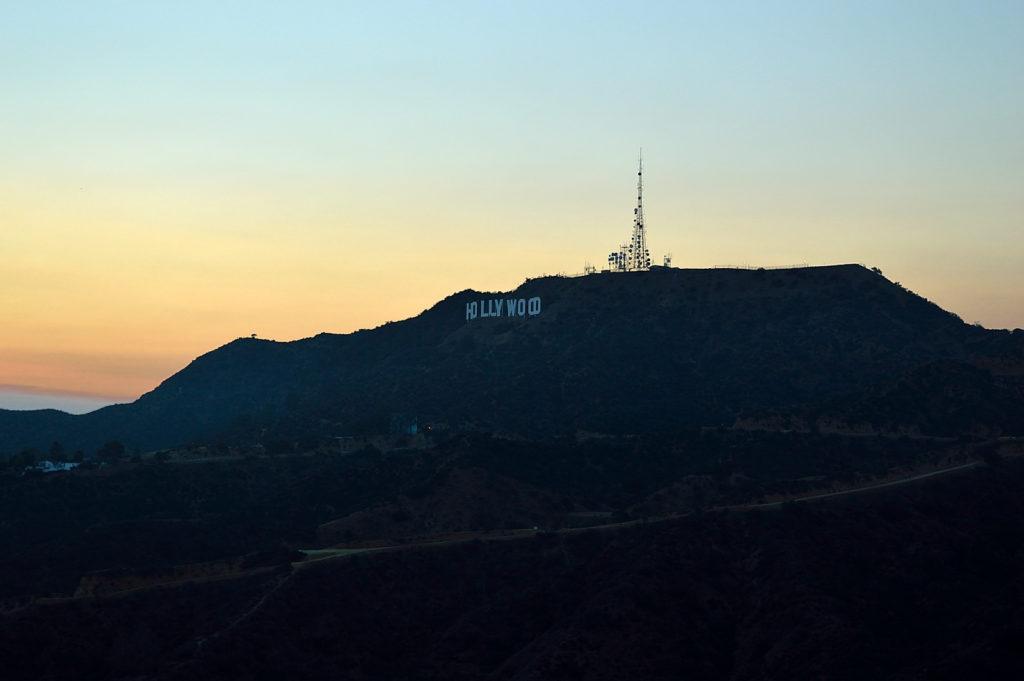 szlak za napis Hollywood - zachód słońca