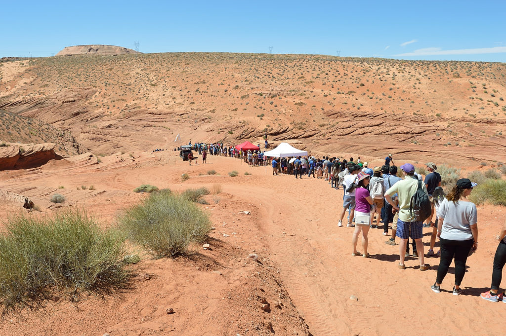 kolejka przed wejściem do Lower Antelope Canyon