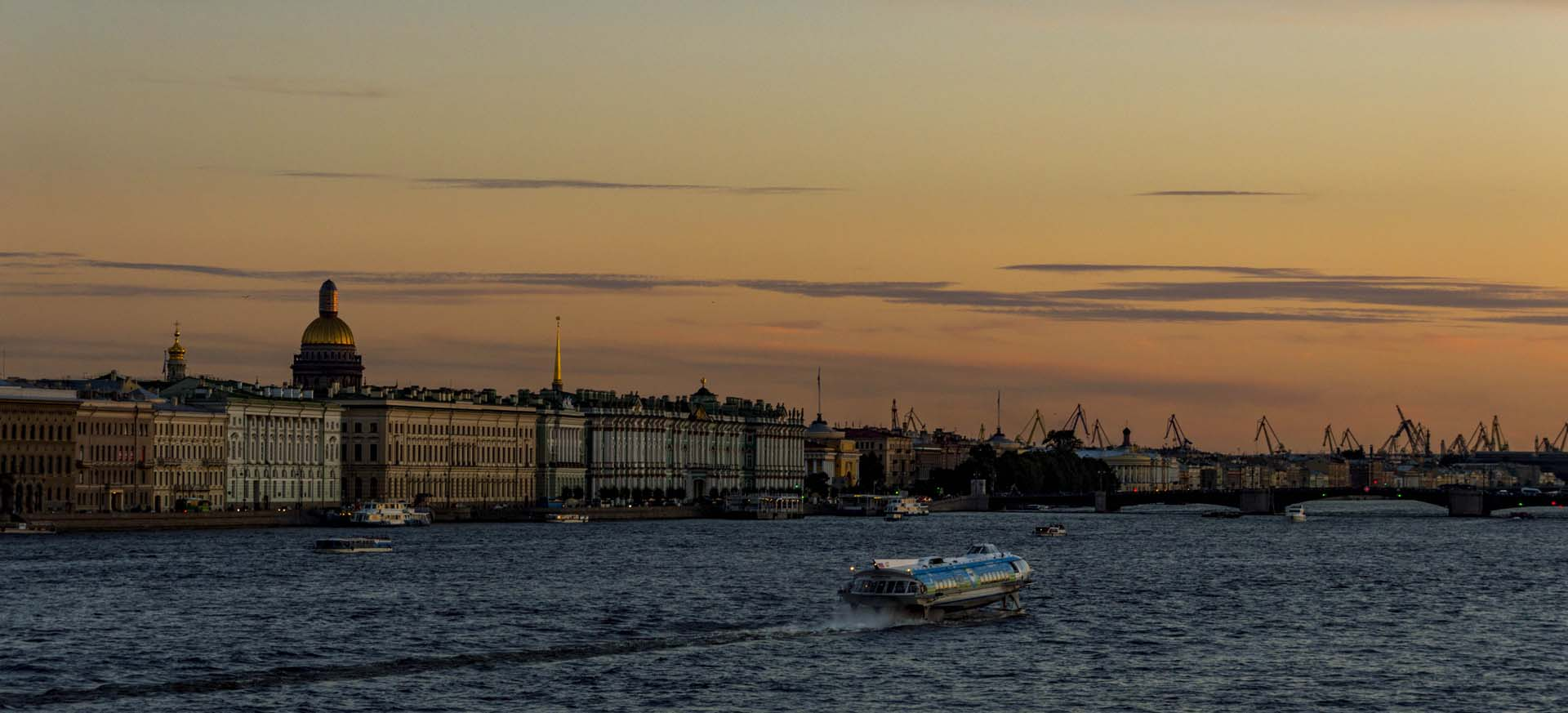 Top things to see in Saint Petersburg, Russia with a free printable plan.