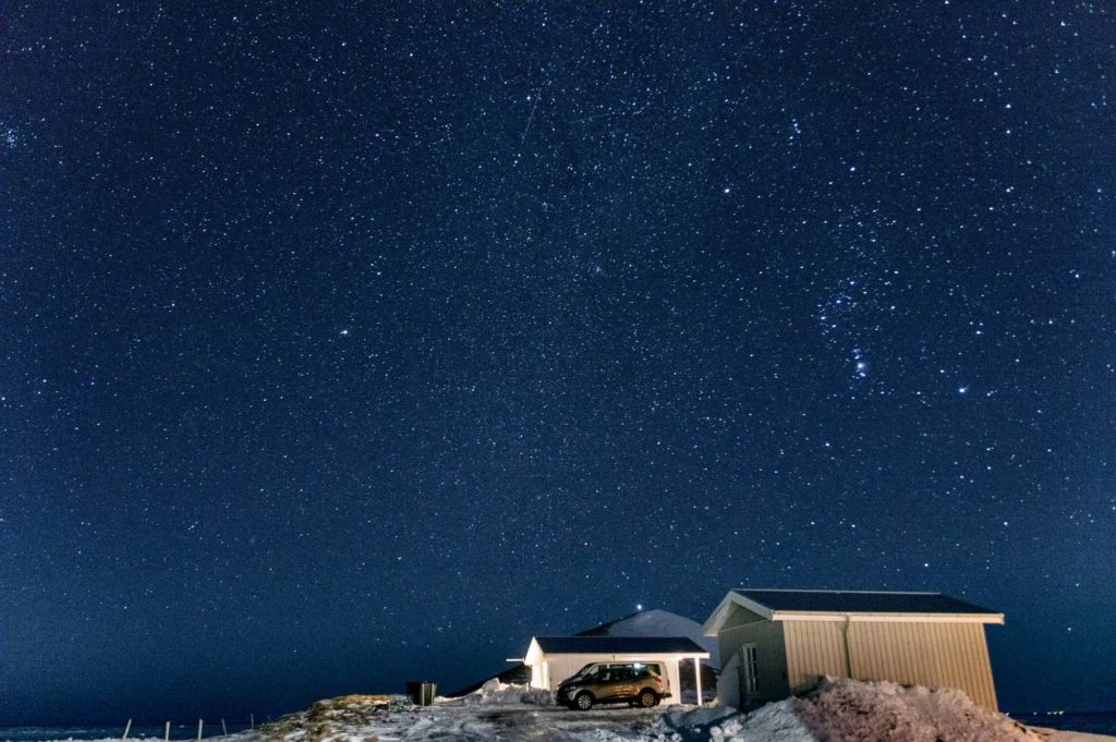 nocne niebo Islandia