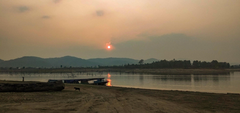 Zwiedzanie poza utartym szlakiem i niezapomniany wolontariat w Laosie.