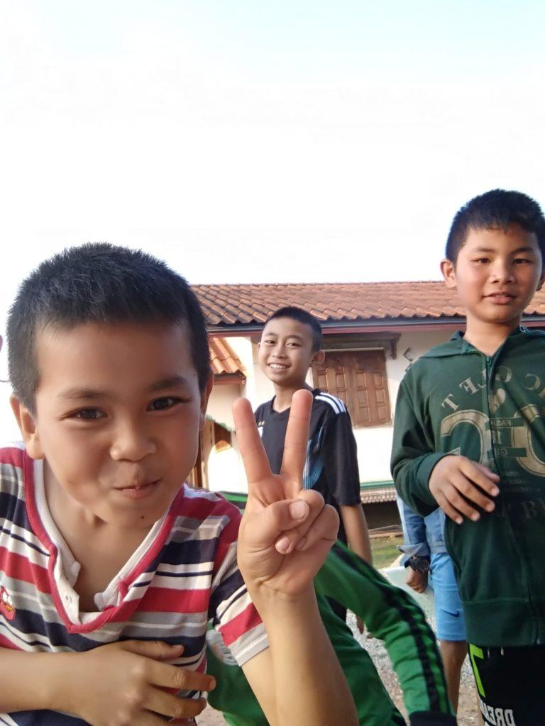 wolontariat w Laosie - uczniowie